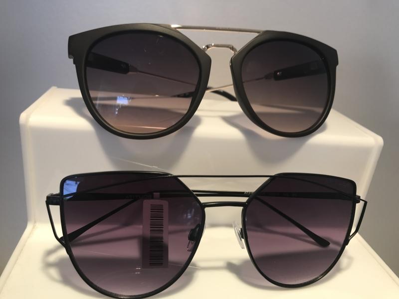 5c986c81c08fe Óculos assimétricos estão super na moda, assim como os gatinhos   aqueles  com as laterais puxadinhas .